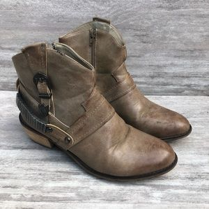 93 VINTAGE brown western style ankle boot